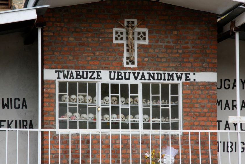 Ruanda Gedankstätte mit Schädelköpfen